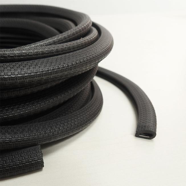 Kantenschutzprofil aus schwarzen Kunststoff, 10m